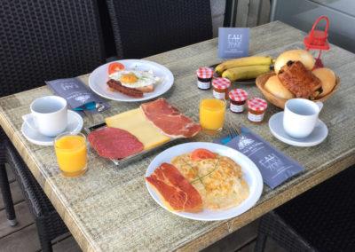 camping-hotton-petit-dejeuner